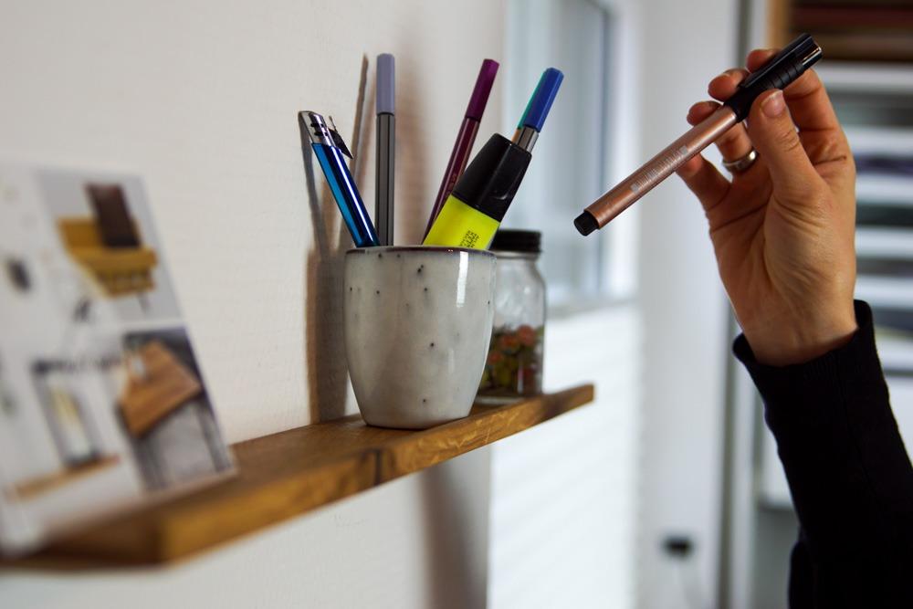 Büro organisieren. Mit diesen 5 Tipps hilft dir HolzKaspero Ordnung im Büro zu halten.