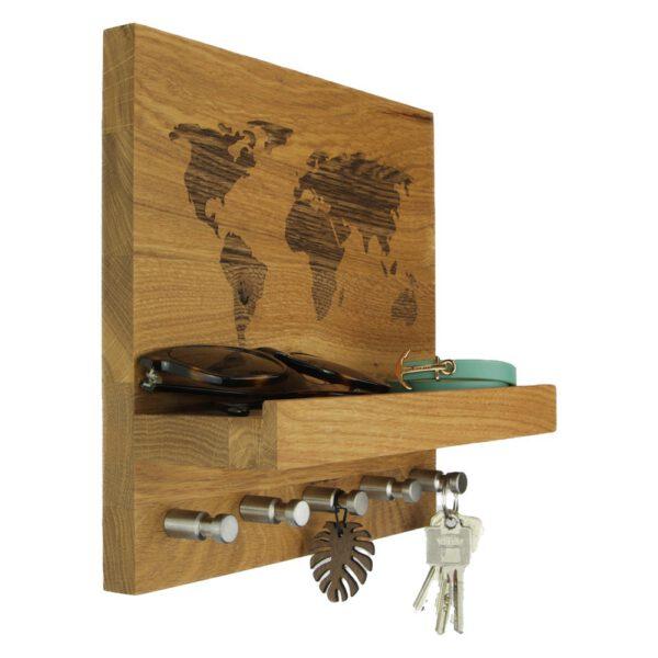 Schlüsselboard mit Welt auf Wildeiche