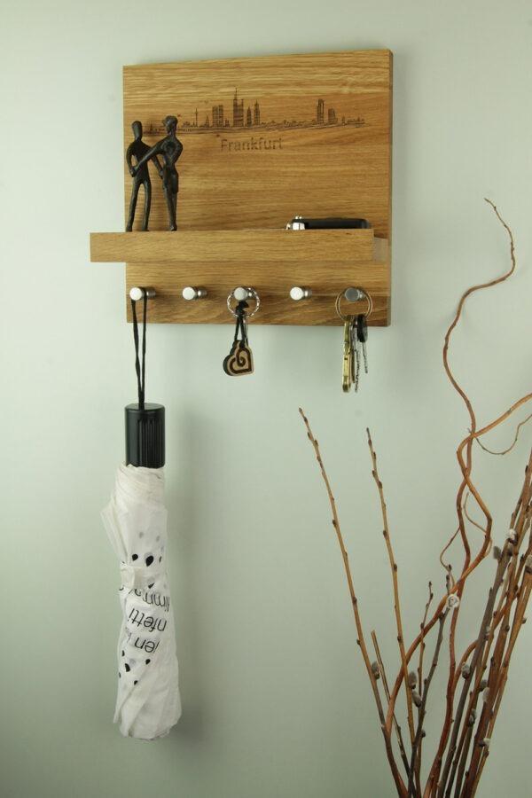 Aufhängungsmöglichkeit für Schlüssel aus Holz mit Stadt Motiv nach Wahl