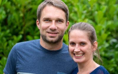 Die HolzKasperos im Interview: Tini und Christian stellen sich vor.