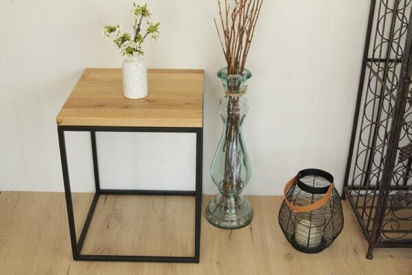 Kleiner Tisch für Deko oder Blumen aus Holz