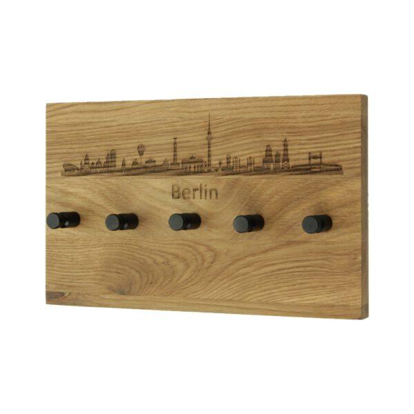 Schmales Schlüsselbrett aus Holz mit Skyline Motiv